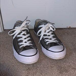 Unisex grey low top converse
